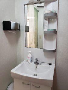 洗面台もお湯が使いやすいレバー方式に